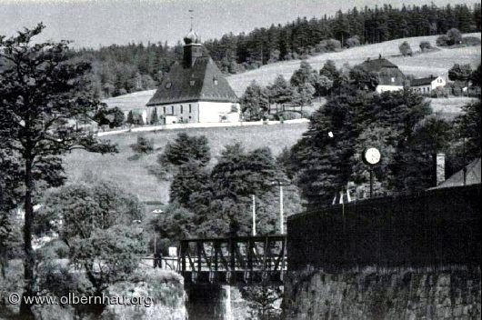 Blick zur Oberneuschönberger Kirche